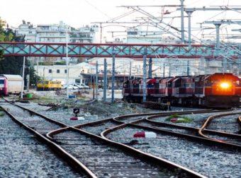 Σοκ – Ο καύσωνας στράβωσε και τις ράγες του τρένου στην Αττική