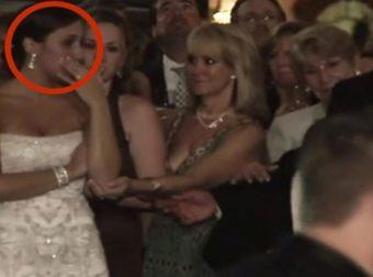 Όταν ο γαμπρός φίλησε αυτή τη γυναίκα μπροστά στη νύφη, όλοι πάγωσαν… (Video)